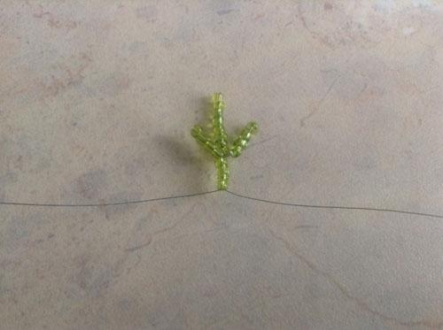 Листик ромашки из бисера и проволоки