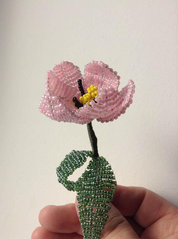 Тюльпан из бисера своими руками