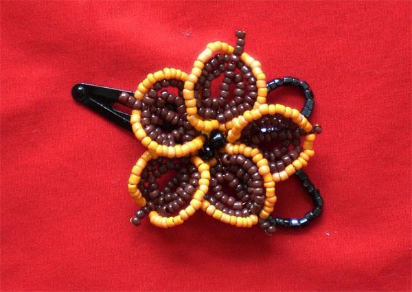 Бисероплетение маленькие цветы - Делаем фенечки своими руками.