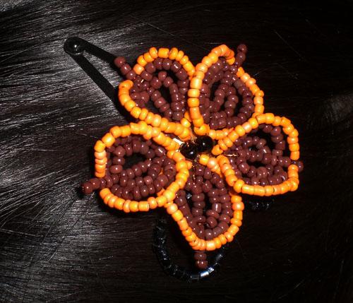Приклеиваем сеточку-основу с цветком к заколке.  Работа выполнена.  Взято с группы В группе Учимся делать все сами.