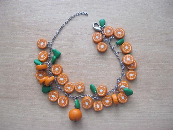 Апельсиновый браслет из пластики