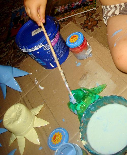 Окрашивание цветов из пластиковых бутылок