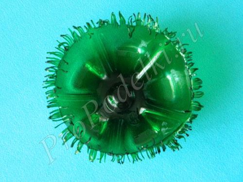 Корзинка из зеленой пластиковой бутылки