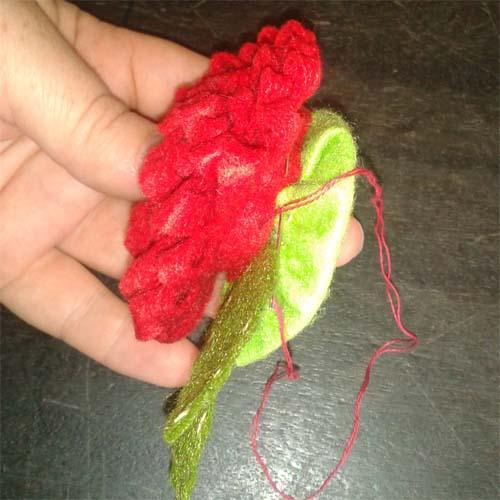 Пришиваем цветок к основанию