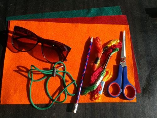 Листы фетра, нитки, ножницы, карандаш