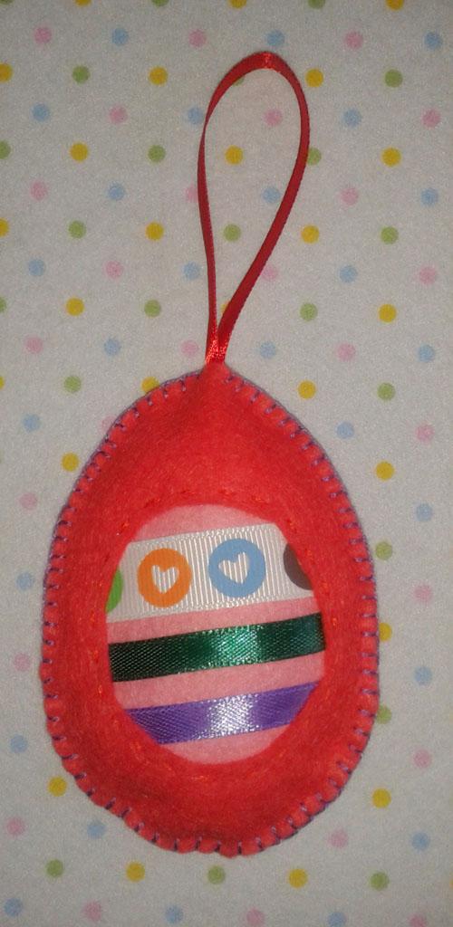 Подвеска в виде пасхального яйца из фетра