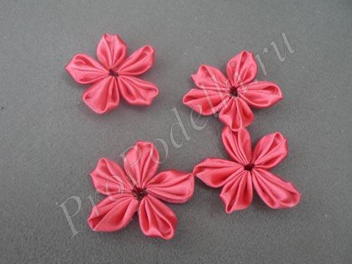 Склеиваем лепестки в цветок