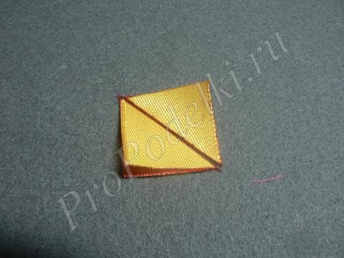 Разрезаем квадратики по диагонали с помощью выжигателя