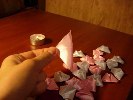 Делаем из квадратиков лепестки розы