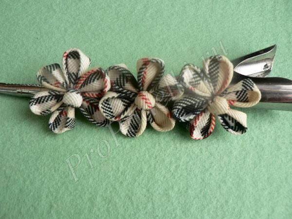 Заколка с цветами канзаши из лент