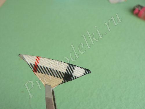 Сгибаем квадратики из ленты по диагонали
