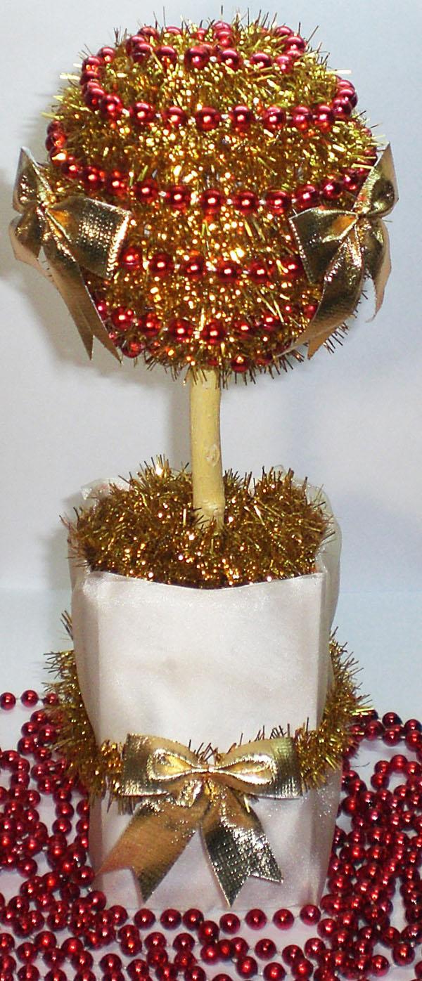 Новогодний топиарий своими руками из мишуры