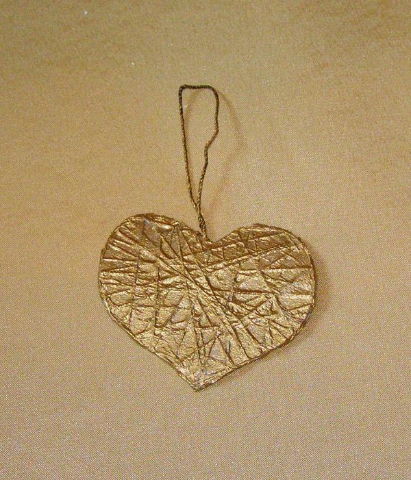 Елочная игрушка в виде сердца