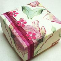 Подарочная коробочка из картона и салфеток