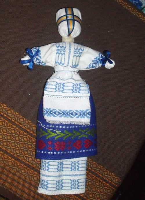 Крепление верхней юбки на кукле-мотанке