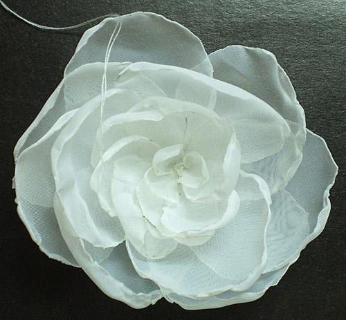 Как сделать заколку с белым цветком из органзы